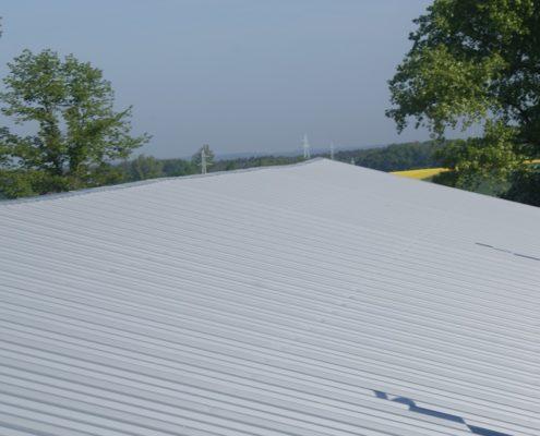 Dach z płyty warstwowej